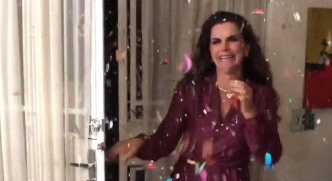 Ex-peoa foi recebida com festa por amigos e familiares
