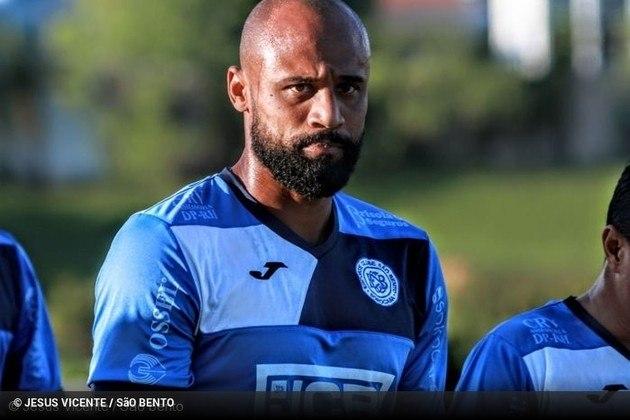 Luizão: o zagueiro teve passagens por Cruzeiro, Vasco e Bahia, e terminou seu contrato com o Santo André em 7 de abril. Foi o líder de rebatidas do campeonato, com 90.