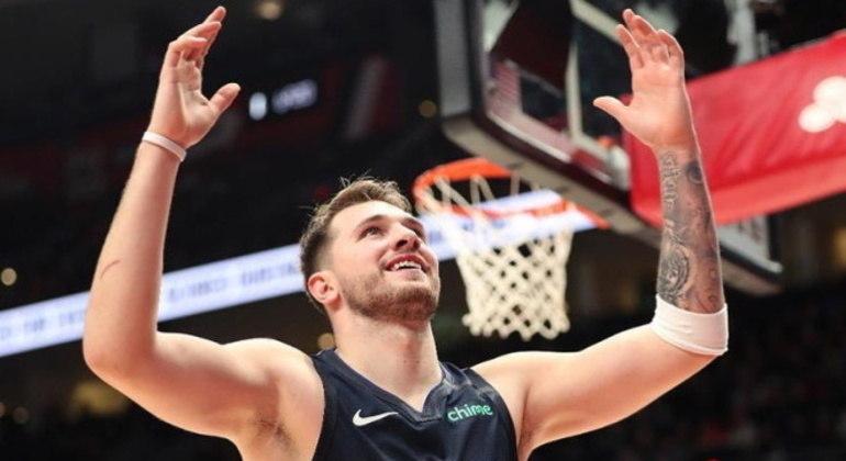 Luka Doncic é uma das estrelas da NBA e grande esperança do basquete da Eslovênia