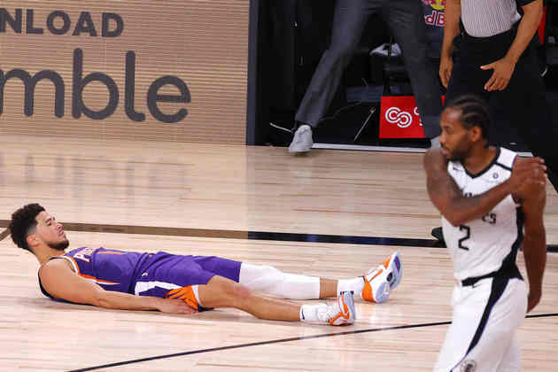 Luka Doncic, Devin Booker e T.J. Warren brilharam nas vitórias de suas equipes na rodada de terça-feira. Enquanto Phoenix Suns e Indiana Pacers seguem invictos em Orlando, Dallas Mavericks precisou de prorrogação para superar o Sacramento Kings e obter sua primeira vitória