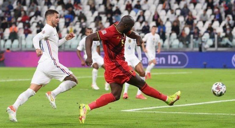 """O arremate de Lukaku, 2 a 0 em favor dos """"Rouges"""""""