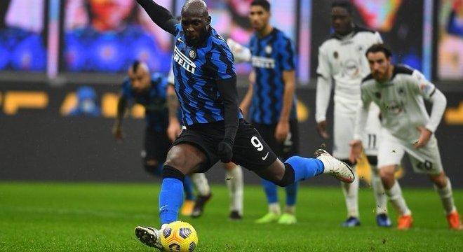 O momento do penal convertido por Lukaku, Inter 2 X 1 Spezia