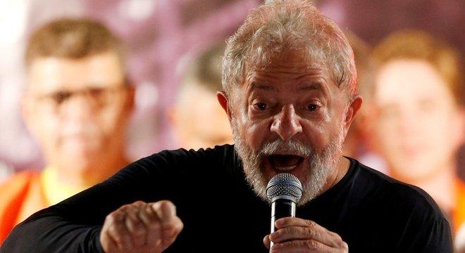 Fazer pontes entre Lula e outros presidentes da história se tornou muito difícil, diz professor de história