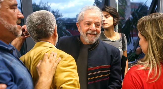 Lula está desde a noite de quinta-feira (5) em São Bernardo