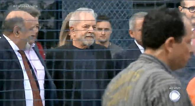 O ex-presidente Luiz Inácio Lula da Silva deixa a prisão em Curitiba