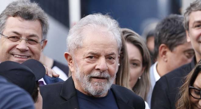 O ex-presidente Luiz Inácio Lula da Silva, após se solto em Curitiba