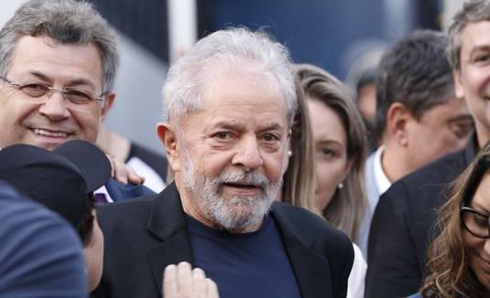 Após 580 dias, ex-presidente Lula deixa a prisão em Curitiba (Cassiano Rosário / Estadão Conteúdo / 08.11.2019)