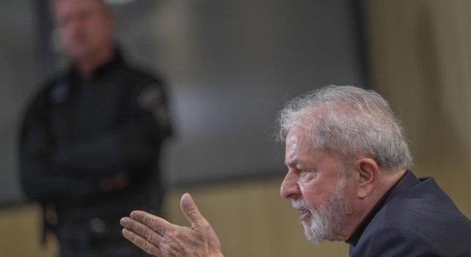 Poucos minutos após o fim do julgamento no STF, o termo 'Lula' passou a liderar o ranking dos temas mais falados no Twitter mundial.