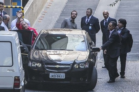Lula tem seis servidores e dois carros à disposição