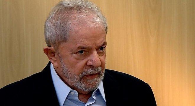 'Ninguém pode ter dúvida de que os processos contra o ex-presidente Lula estão corrompidos', diz defesa de Lula