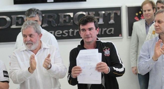 Lula ajudou como pôde. Mas o PT saiu do governo. E tudo se complicou