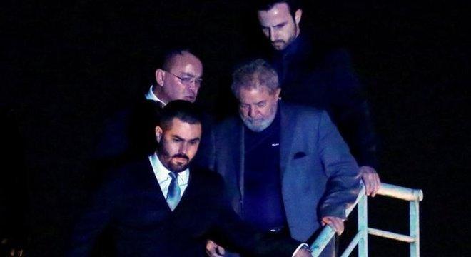 Lula está preso na Superintendência da Polícia Federal em Curitiba