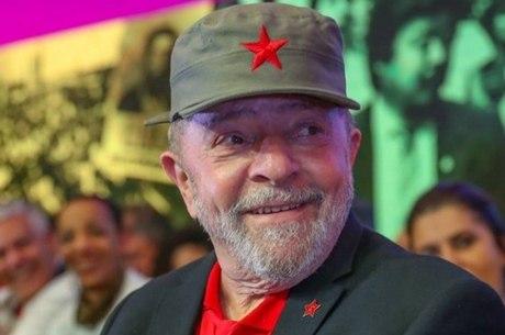 Lula com boné de Cuba, igual ao de Fidel