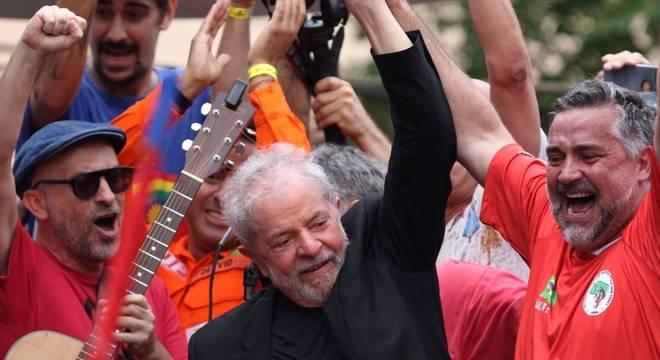 Desde a soltura de Lula, a maioria das postagens no Twitter foi desfavorável ao petista
