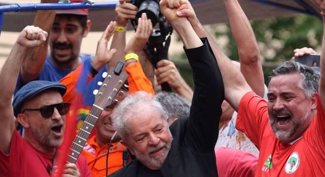 Lula em comício no nordeste