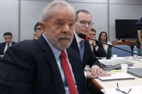 Lula está preso na sede da Polícia Federal, em Curitiba
