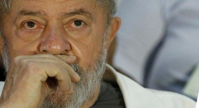 Lula está preso por lavagem de dinheiro e corrupção
