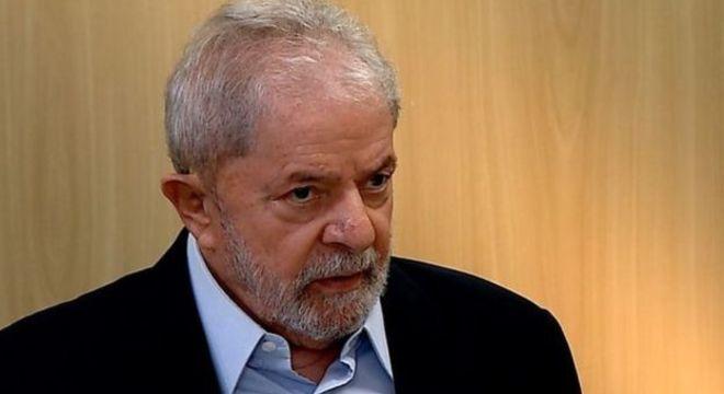 O ex-presidente Luiz Inácio Lula da Silva divulgou uma carta escrita à mão na qual reafirma que não aceitará sair da prisão sem que seu processo seja considerado nulo