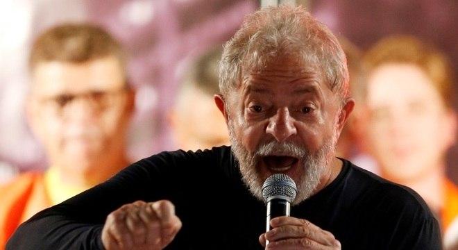 Ex-presidente Lula foi preso no sábado (7) em São Paulo