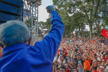 Lula cruzou o Sul em caravana marcada por tensão