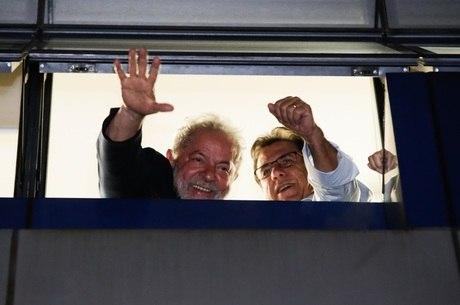 Lula precisa se entregar na PF até as 17h desta sexta