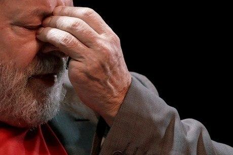 Senadores vão visitar Lula nesta terça-feira (17)