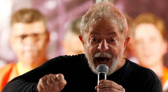A defesa do ex-presidente Lula pede o cumprimento da pena em regime aberto