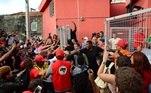 Lula tenta sair do sindicato