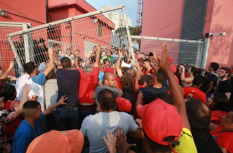 Membros do PT querem incluir Lula nos nomes