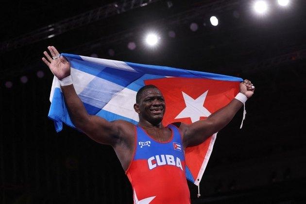 LUTA GRECO-ROMANA - Mijain Lopez se tornou o maior campeão olímpico da luta greco-romana. O cubano, que disputa a categoria de até 130kg, bateu o georgiano Iakobi Kajaia por 5 a 0 e conquistou a sua quarta medalha de ouro. Ele também venceu em Pequim-2008, Londres-2012 e Rio-2016.