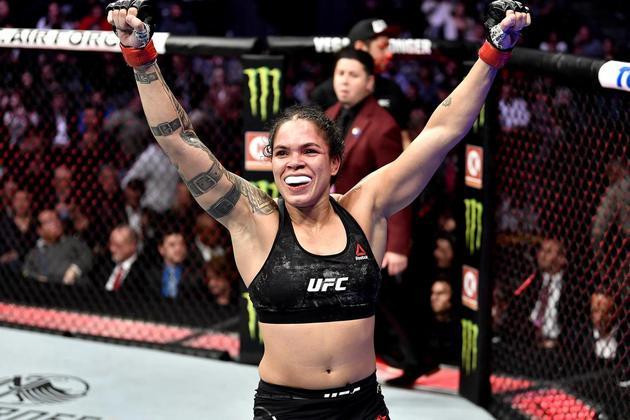 Luta (UFC): Amanda Nunes x Spencer - Sábado, 20h (Ao Vivo) SporTV 2 (primeiras lutas) e Combate (card completo) - Acompanhe as lutas do UFC, com destaque para a supercampeã Amanda Nunes (foto). A maior lutadora da atualidade tenta manter o cinturão encarando Spencer.