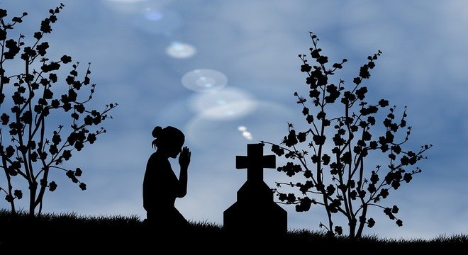 O que seria justo é que cada um pudesse ter o direito legítimo de se despedir dos seus mortos da forma que acreditar ser a mais confortável e compatível com suas crenças e meios