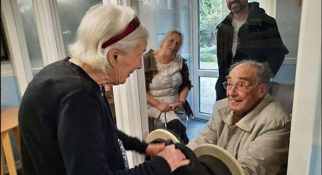 Os idosos não recebiam visitas nos últimos meses por falta de segurança