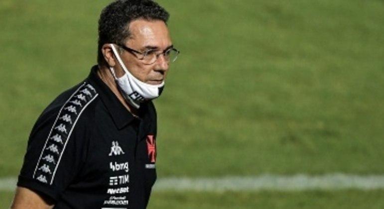 Depois de trabalhar de graça, Vasco não quis a renovação. Ele rebaixou o clube à Série B