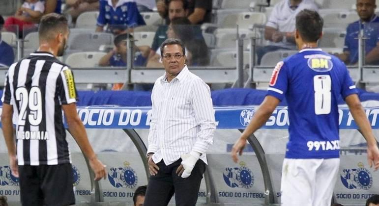 Luxa foi demitido duas vezes do Cruzeiro. Em 2004 e 2015, em menos de três meses