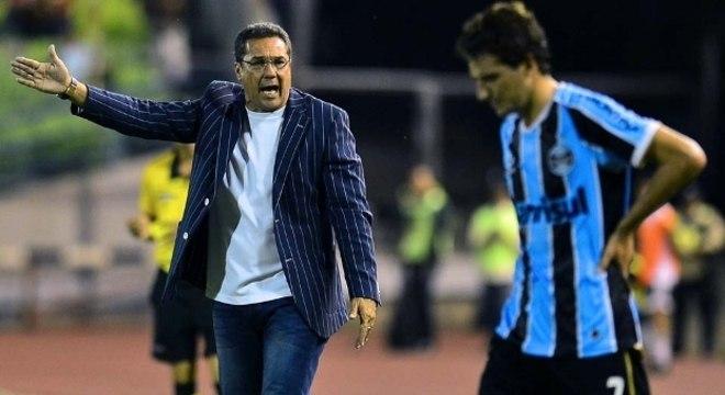 Luxemburgo. Vexame no Grêmio. Queda na Libertadores de 2013