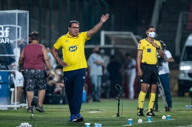 Luxemburgo encontrou seu lugar no futebol brasileiro atual. Está bem na Segunda Divisão