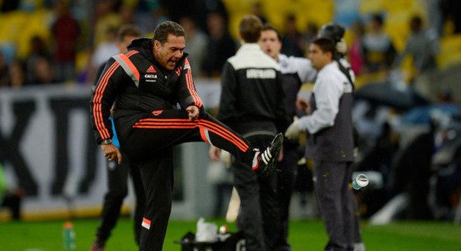 Trabalho fraquíssimo em 2015. Quarta demissão do Flamengo