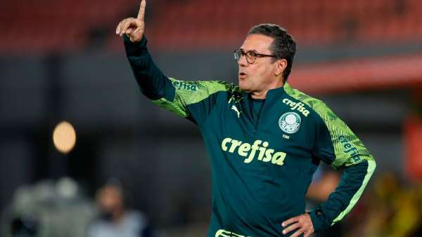 Luxemburgo perdeu a ousadia. Palmeiras tem como prioridade escapar da derrota