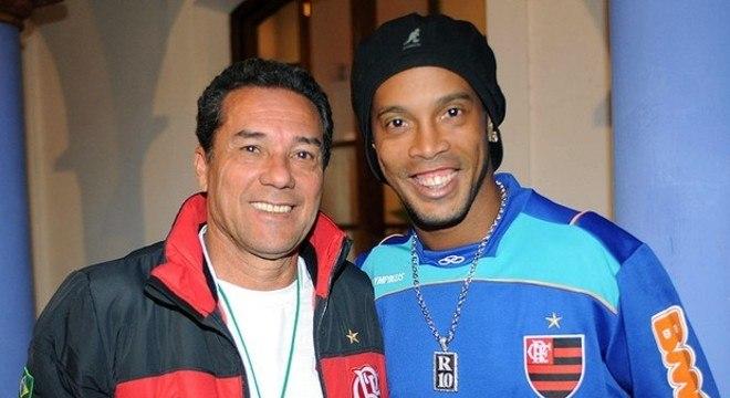 Vanderlei Luxemburgo e Ronaldinho. Abraços entre dois inimigos na Gávea
