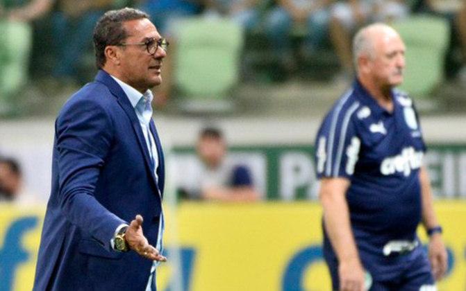 Luxemburgo e Scolari já tiveram um momento tenso. Aconteceu na semifinal da Copa do Brasil de 1995. Na época, Luxa, treinador do Flamengo, não estava contente com a postura agressiva do Grêmio na marcação. Depois de uma confusão entre os jogadores, Luxa acusou Felipão de agredi-lo.