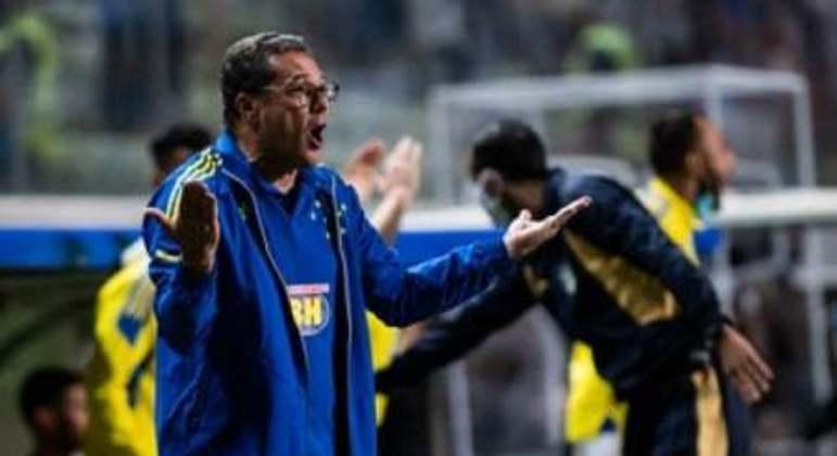 Luxemburgo está suspenso do jogo contra o Avaí, no dia 22 de outubro, em Florianópolis