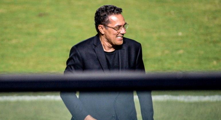 Vanderlei Luxemburgo é o atual técnico do Vasco
