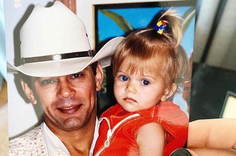 Lyandra relembrou  o pai em foto antiga