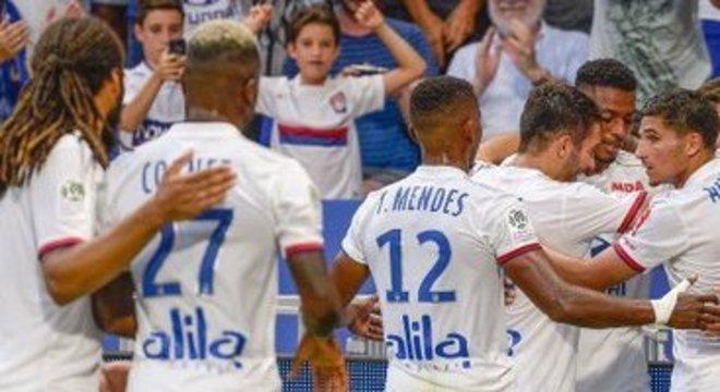 Lyon, um empate e a celebração pela passagem às oitavas