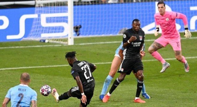O momento do tiro de Cornet, 1 X 0 Lyon