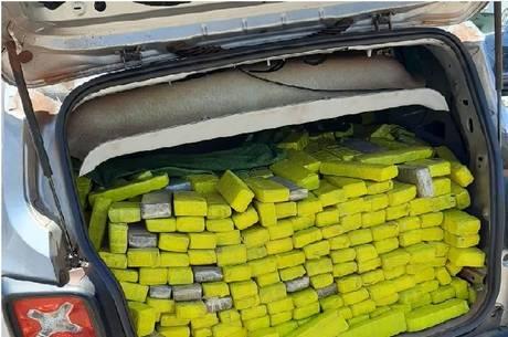 Motorista levava 1.300 kg de maconha dentro de carro