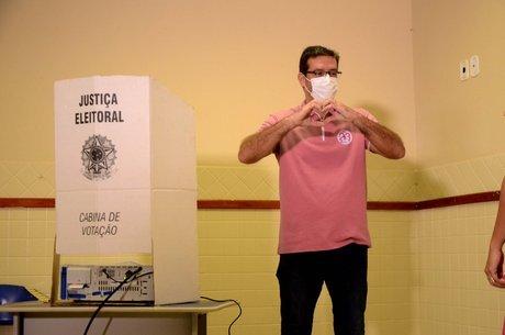 O candidato à Prefeitura de Macapá, Antônio Furlan (Cidadania), conhecido como Dr. Furlan, votou na manhã deste domingo