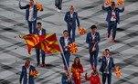 A delegação da Macedônia do Norte tem estilo! Repare nos tênis desse grupo