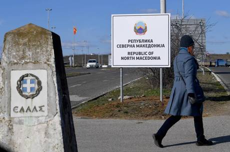 Macedônia no Norte instala placa com novo nome